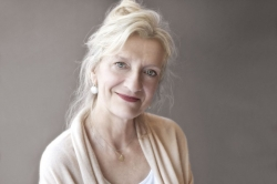 STAR TRIBUNE - ELIZABETH STROUT'S NOVELS ARE SUFFUSED WITH THE SALTY TANG OF MAINE BY LAURIE HERTZEL